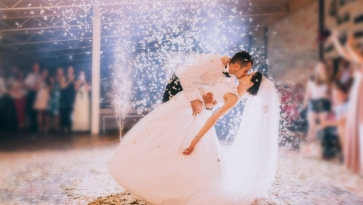Why People Spend Too Much Money For The Wedding Day