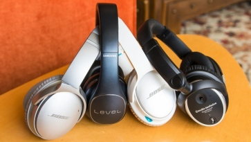 Why Travellers Should Bring Noise-Cancelling Headphones
