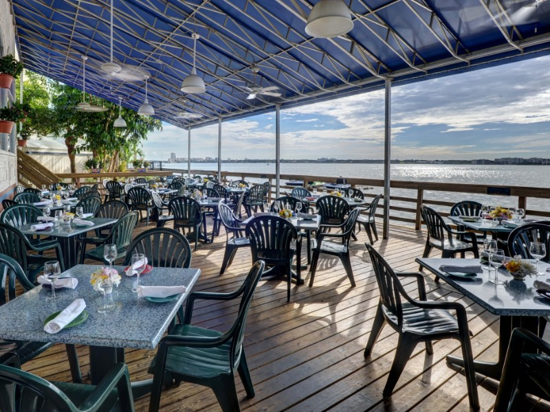 Explore The World's Best Restaurants At The Best Beach Resorts In USA